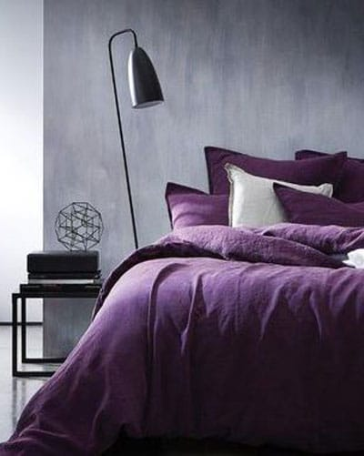 Use of the Pantone Ultra Violet in the bedroom