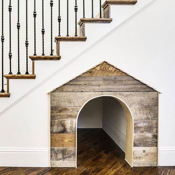 pet's den under stairs