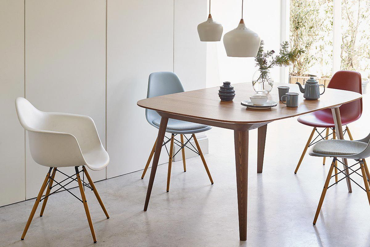 Iconic-design-choose-your-favourite-dining-chair