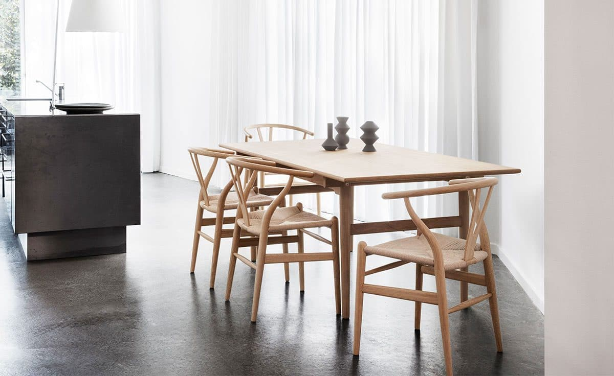 Choose your favourite dining chair The wishbone chair Iconic design interior