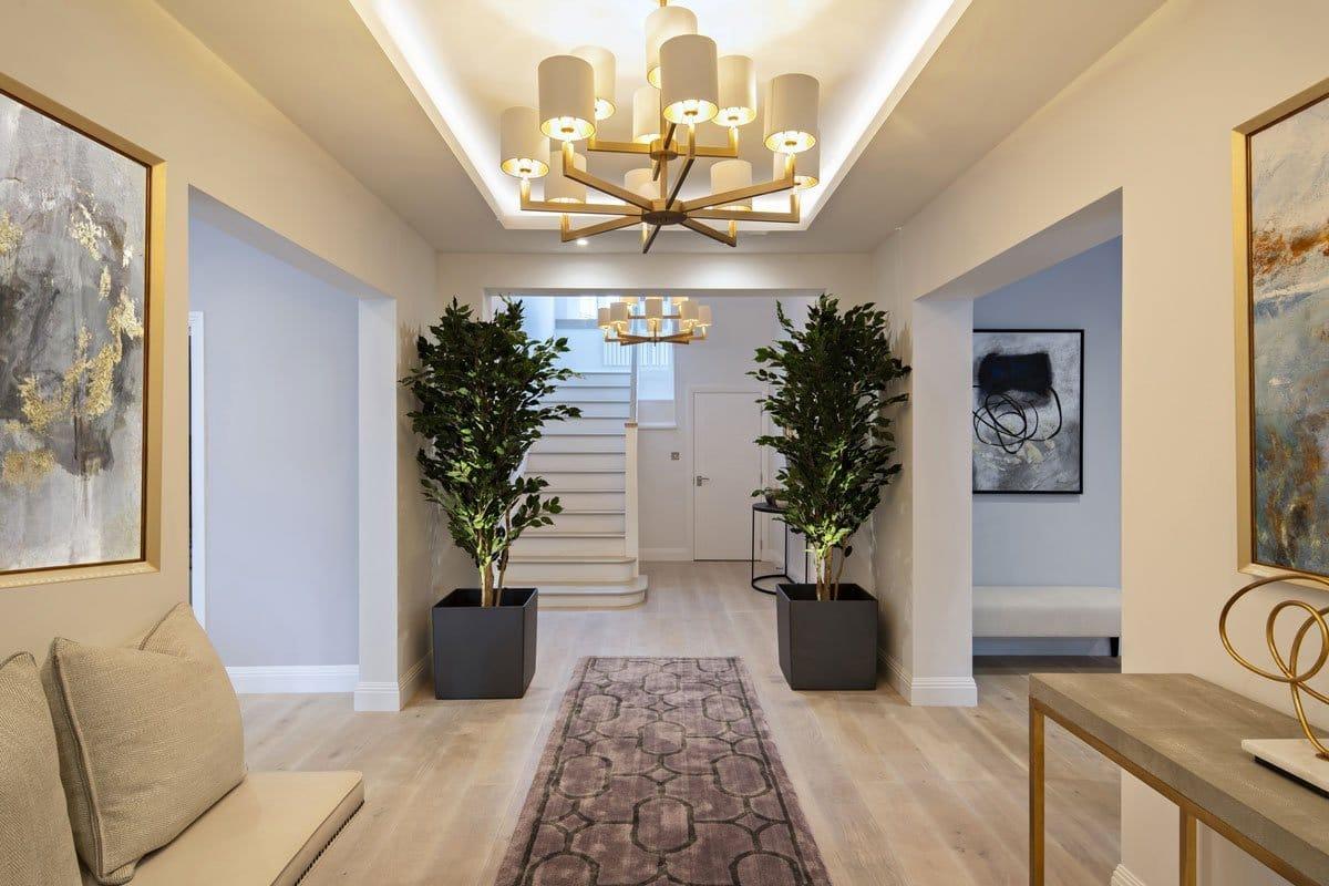Contemporary entrance in Kensington