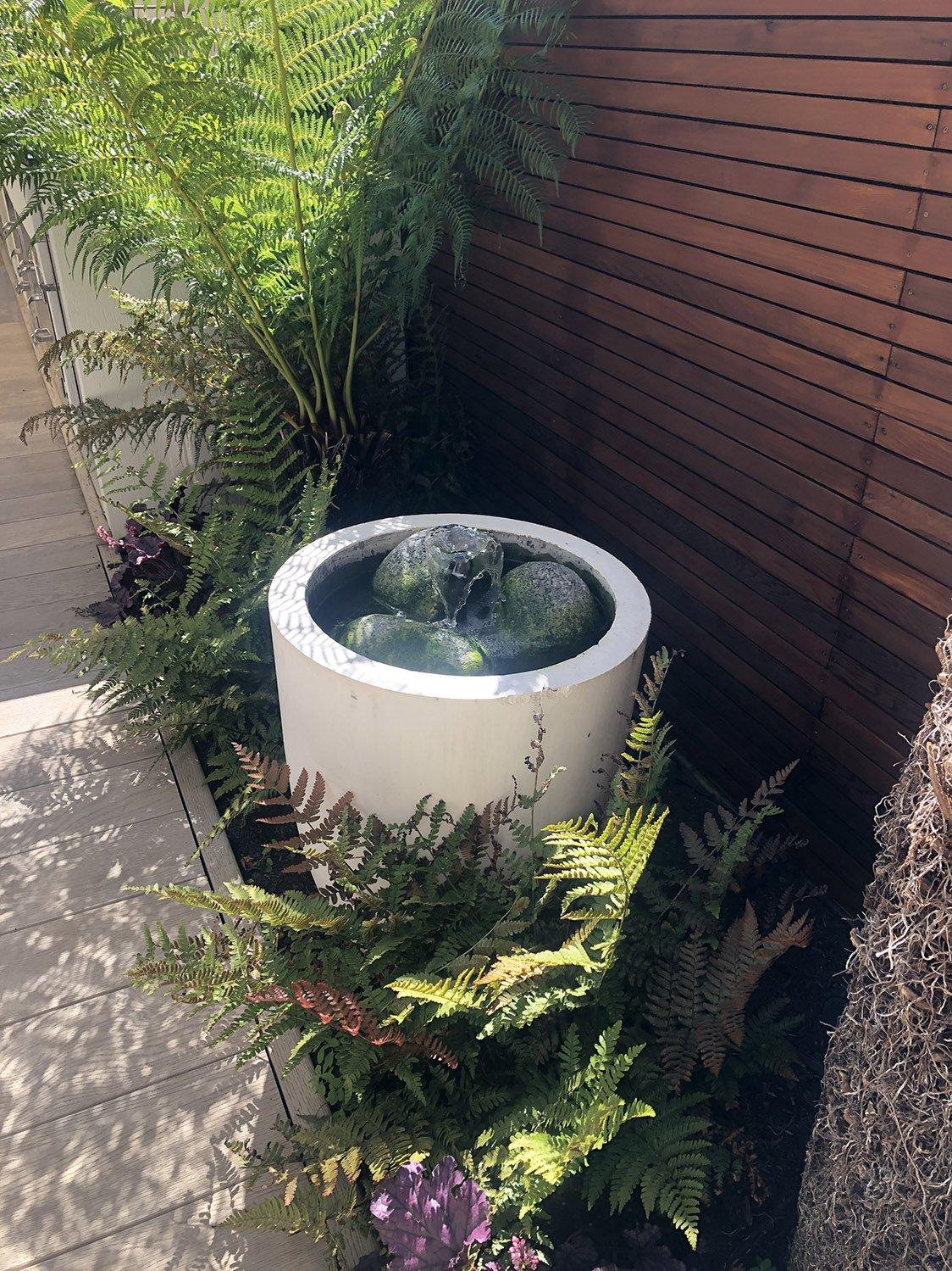 Richmond project showing stylish water features for the garden